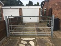 8FT GALVANISED FIELD GATE WITH POSTS