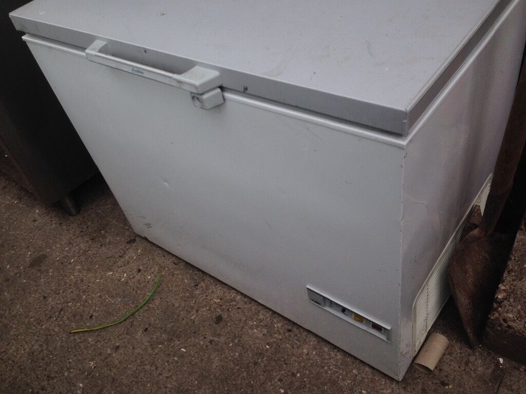 White medium chest freezer..cheap Free delivery