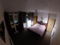 Double / Twin Room Available in Bow (E3) AVAILABLE NOW - MOVE IN ASAP