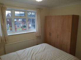 DOUBLE room adyacent to Brunel,Heathrow and Stockley Park