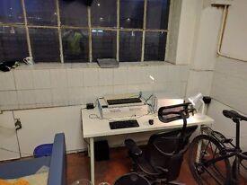 (Stratford E15) Desk Spaces Ground Floor Studio HOT Location Car Park Facilities Reception Security!