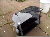 TV STAND IN GOOD CON DARK GLASS SIZE 32 WILL TAKE A 37-40 TV ONLY £15 ! CAN DELIVER LOCALLY