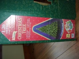 4 FT CANADIAN PINE CHRISTMAS TREE IN BOX