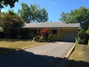 FAMILY HOME IN QUIET NEIGHBOURHOOD, FENCED YARD! 110 Holland Cr