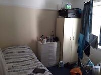 Cheap double room available now. £110 for single use or £130 for couple. all bills included