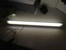 Five feet long plug in strip light unit and bulb central London bargain