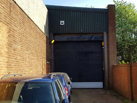UNIT TO LET 8000 SQUARE FOOT - IDEAL SHOWROOM OR GARAGE - FLEXIBLE TERM