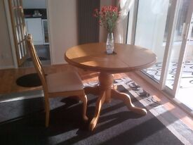 Dining table which extends to 6 seater.