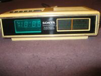 SONYA Vintage plastic electronic clock radio