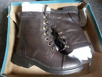 Blowfish women boots. Size 5. Completely new