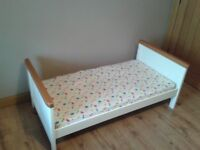 Cot/Bed suitable for new borns to toddlers.
