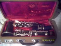A CHEAP B flat CLARINET with MOUTHPIECE & CASE In V.G.C. +++++++