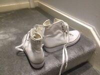 Esprit White Baseball Boots