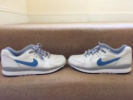 Nike trainers. Size 7 (uk).