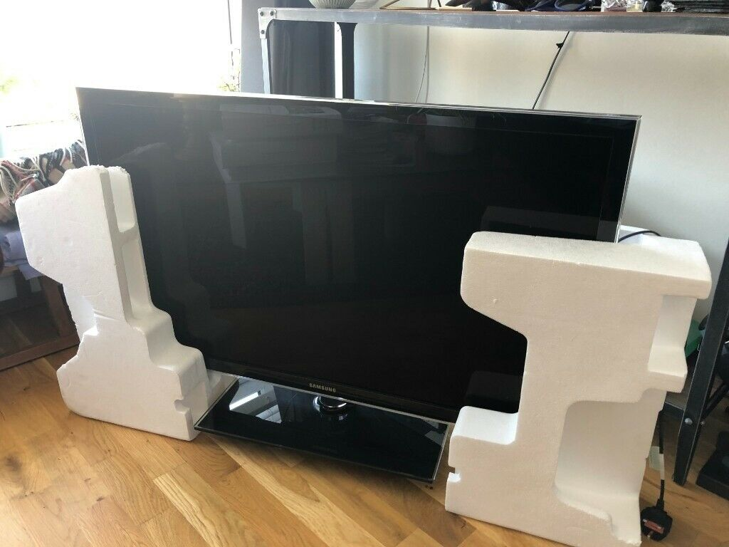 huge selection of 32d4a 66ee0 Samsung UE40D5000 40 inch LED TV 1080p HD with swivel floor stand . | in  Tower Hamlets, London | Gumtree