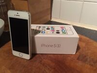 iPhone 5s 16gb White Unlocked to all Networks Boxed Very Good Condition