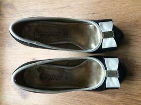 Black/cream heeled shoes - size 5