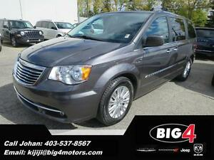 2015 Chrysler Town & Country Limited, Dual DVD, Sunroof, Pwr Sli