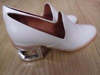lovely brand new shoes size 5,5 by designer Jeffrey Campbell