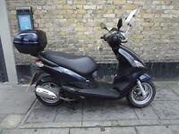 Piaggio Fly 125 ie Scooter (w. Topbox)