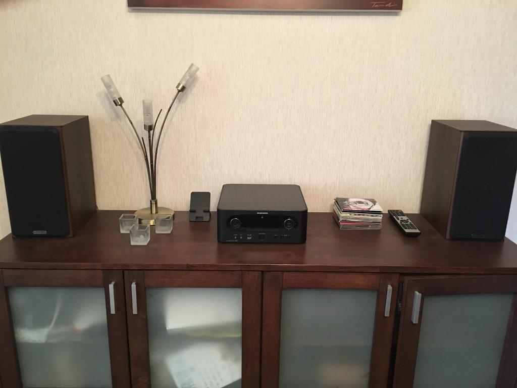 Marantz MCR 603 CD player and streaming hifi with Monitor Audio Bronze BX2 Speakers.