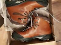 Zamberlan hiking boots size 9