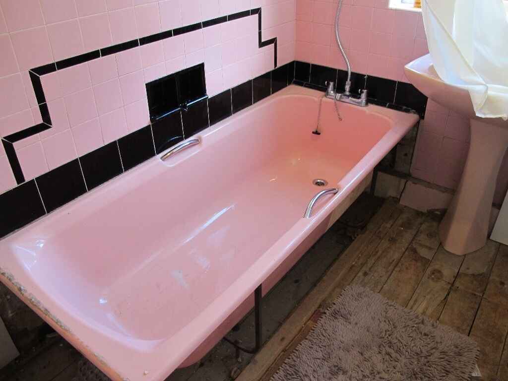 Pink bathroom suite - Pink Bathroom Suite Large Pedestal Sink Bath And Toilet Bowl Cistern