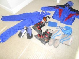 Mens salomen skii boots size 8/9, med size jacket salopettes, goggles,gloves,snow boots,socks etc