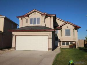 $524,900 - Split Level for sale in Royalwood