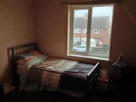 Room available to sub let in two bedroom flat in Dudley (Woodsetton)