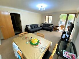 Remarkable & Spacious 2 BEDROOMS Flat with Balcony & Allocated Gated Parking --Canary wharf