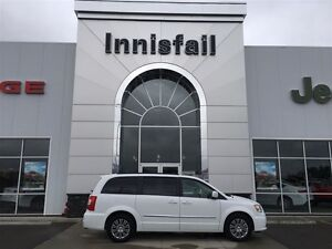 2016 Chrysler Town & Country Touring-L Leather, Heated Seats