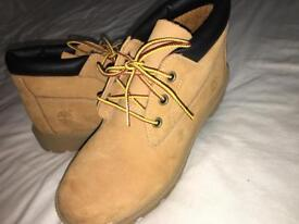 TIMBERLAND GENUINE WOMENS/JUINOR SIZE 3.5 WORN ONCE!