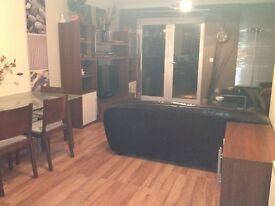 Superb Dble Room, professional share , townhouse, inc bills, Parking , Fibre Wifi, close to center