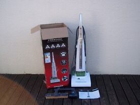 HOOVER Freedom FR71 FR03 Upright Bagless Vacuum Cleaner - AS NEW, BOXED