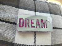Iphone 5/5s/se case with word 'Dream' and flowing hearts