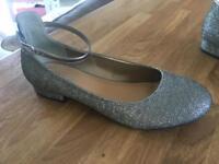 Size 6 women's / kids dress shoes