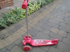 Mondo Twist and Roll Red Three Wheeled Scooter Age 3+