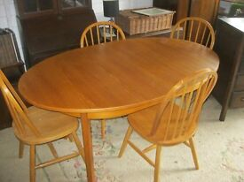 MODERN OVAL EXTENDING TABLE WITH 4 ORNATE SPINDLE BACK CHAIRS. STURDY. VIEWING/DELIVERY AVAILABLE