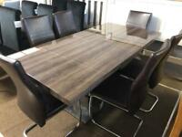 Ex-display***Stunning high gloss extendable table and 6 chairs - delivery available !!!