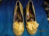 IRREGULAR CHOICE CREAM & GOLD LOW HEEL SHOES BRAND NEW IN BOX BOX SIZE 8 GREAT FOR A PARTY