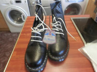 DR MARTENS MENS/LADIES BLACK MARACAIBO BOOTS SIZE 8 BOXED NEW