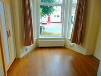 Spacious 1 bedroom ground floor flat to rent in Ilford with garden.
