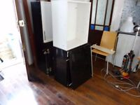 HARDLY USED CORNER WALL MOUNTING CABINET Also 4 Wall Mounted Kitchen cabinet