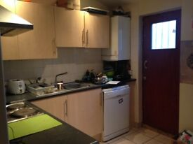 SPACIOUS DOUBLE ROOM AVAILABLE (130pw) - LEYTON - 07757603344