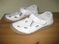 Cushion-walk shoes size 5 - very good condition