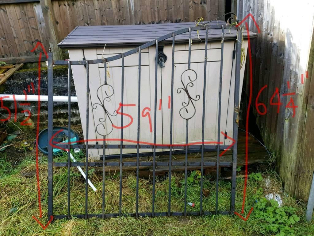 2 metal gates