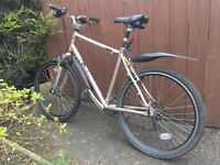 Edinburgh Bicycle Company Hybrid Bike with FREE size 8 cleats