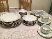 8 place gold plated dinner set new