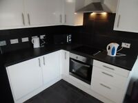Spacious single bedroom in fully renovated shared house, Sutton in Ashfield